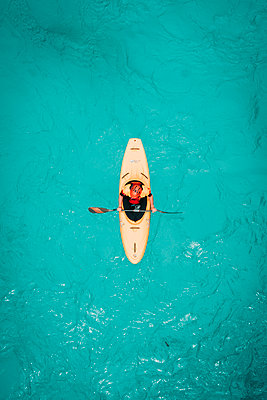 medium framed shot from above of kayaker in teal water - p1166m2153635 by Cavan Images