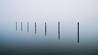 Alster im Nebel, Hamburg - p1696m2296546 von Alexander Schönberg