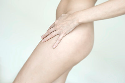Female body - p427m1007720 by Ralf Mohr