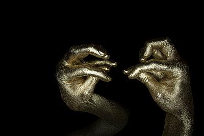 Gold Finger - p427m1110709 von R. Mohr