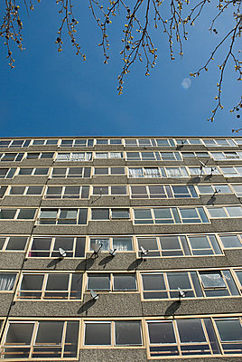 Tower block of Heygate Estate, South London - p9245069f by Image Source
