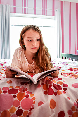 Little girl reading book - p1019m1496300 by Stephen Carroll