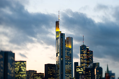 Skyline of Frankfurt - p1354m2292927 by Kaiser