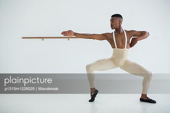 Ballerino practicing ballet dance  - p1315m1228025 by Wavebreak