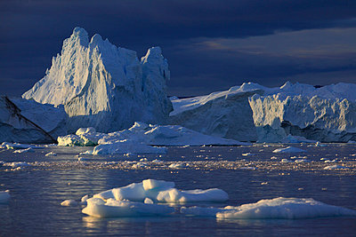 Iceberg and ice floes in Arctic Ocean, Greenland - p1026m992020f by Romulic-Stojcic
