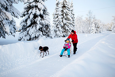 Mother and daughter on kicksled - p312m1471835 by Fredrik Ludvigsson
