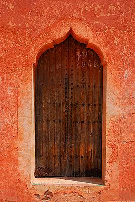 Maroc entrance - p7790023 by Luis Gervasi