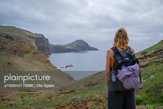 Portugal, Hiking in Madeira - p1600m2175686 by Ole Spata