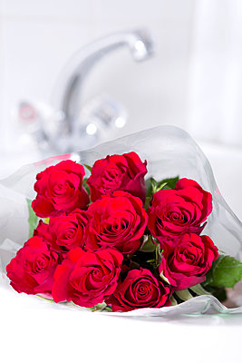 Roses in the sink - p1149m1474760 by Yvonne Röder