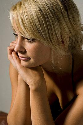 Portrait junger Frau - p3050170 von Dirk Morla