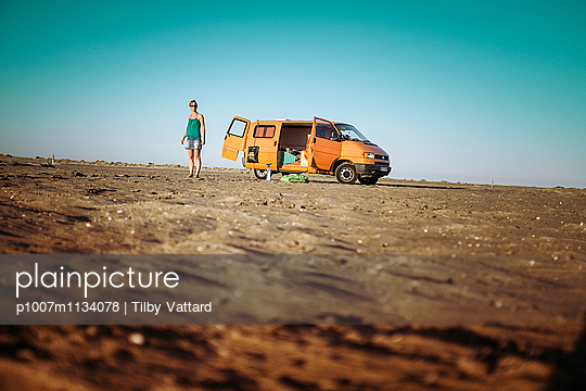 Orange van on a wild beach - p1007m1134078 by Tilby Vattard