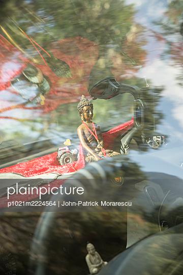 p1021m2224564 by John-Patrick Morarescu