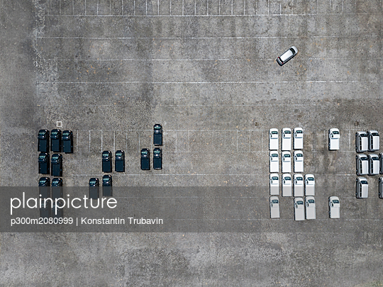 Indonesia, Bali, Aerial view of car park - p300m2080999 by Konstantin Trubavin