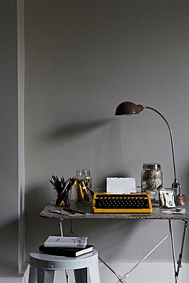 Vintage typewriter and lamp on desk in home office - p349m896296 by Jon Day