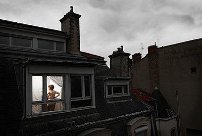 Peeping tom - p1081m852413 by Cédric Roulliat