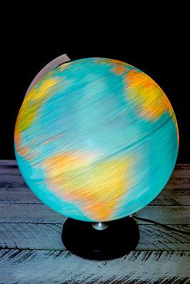 Welt in Bewegung - p451m1466962 von Anja Weber-Decker