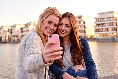 Selfie - p890m1135094 von Mielek