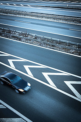 Various traffic lanes on highway - p1275m1468155 by cgimanufaktur