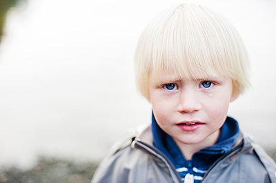 Portrait of blond boy - p816m1032235 by Thorsland, Ingeborg Øien