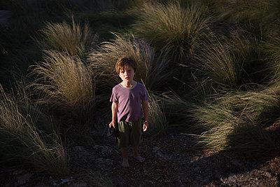 Junge in Düne - p1308m2065292 von felice douglas