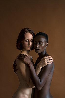 Lesbisches Paar - p427m1464916 von Ralf Mohr