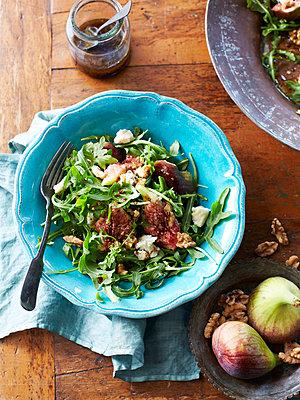 Still life of salad with walnuts, figs and gorgonzola - p429m935431 by BRETT STEVENS
