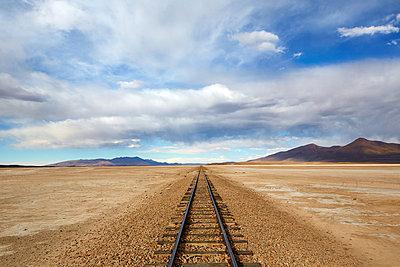 Eisenbahnlinie durch das Altiplano - p719m883198 von Rudi Sebastian