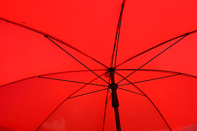 Under a red umbrella - p7980049 by Florian Loebermann