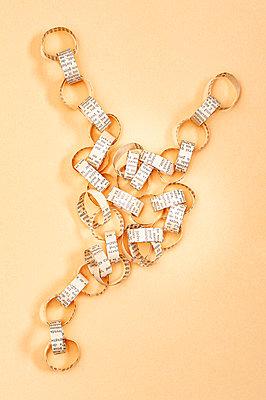 Paper chain - p971m2175473 by Reilika Landen