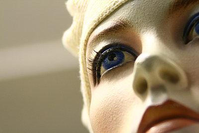 Ausschnitt eines Schaufensterpuppen Gesichtes - p9791466 von Einecke