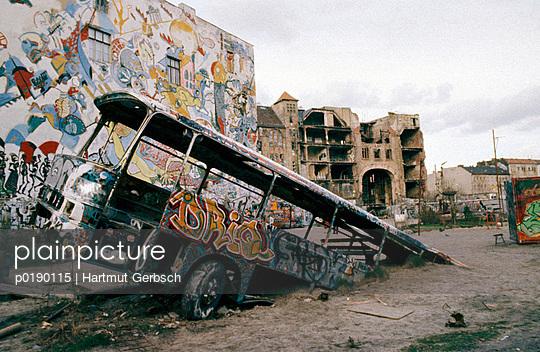 Kaputter Bus - p0190115 von Hartmut Gerbsch