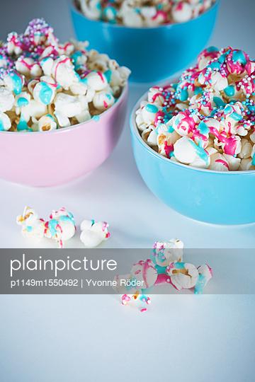 Popcorn mit Zuckerguss und Zuckerperlen - p1149m1550492 von Yvonne Röder