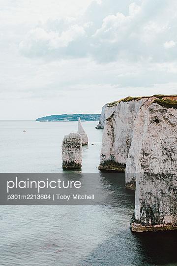 Scenic white cliffs above ocean, Jurassic Coast, Dorset, UK - p301m2213604 by Toby Mitchell