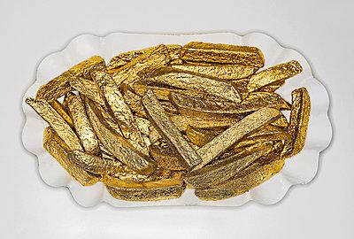 Golden chips - p1078m831212 by Frauke Thielking