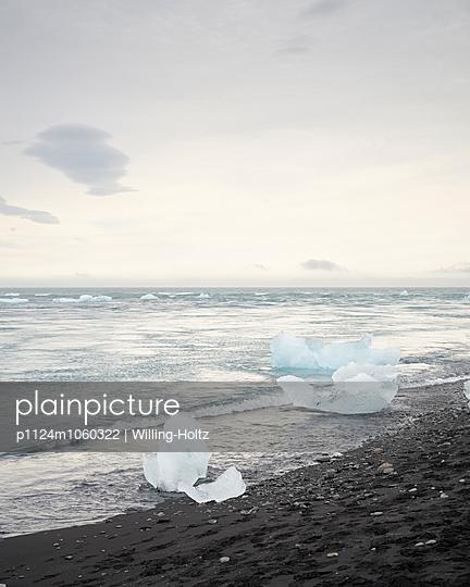 Eisschollen im Strand - p1124m1060322 von Willing-Holtz