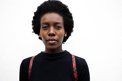 Dark-skinned woman, portrait - p1640m2260030 by Holly & John