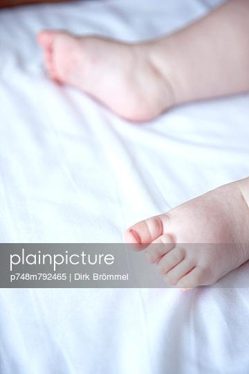 Babyfüße - p748m792465 von Dirk Brömmel