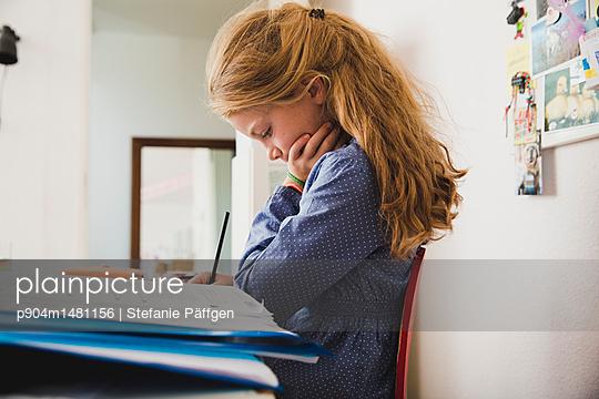 Hausaufgabenzeit - p904m1481156 von Stefanie Päffgen