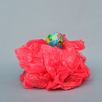 The World and plastic waste - p1228m2221855 by Benjamin Harte