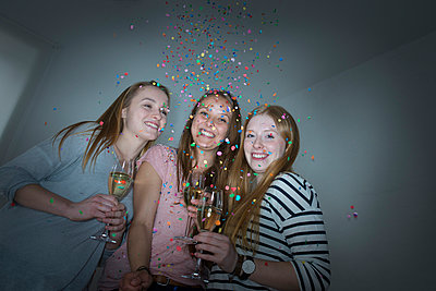 Party - p427m1049969 by Ralf Mohr
