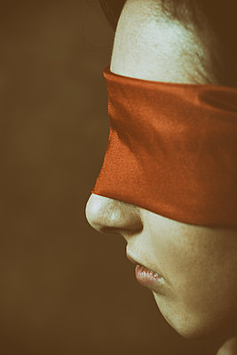 Close up of a blindfolded woman  - p794m1200360 by Mohamad Itani