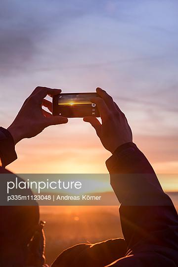 Sonnenuntergang im Visier - p335m1123048 von Andreas Körner