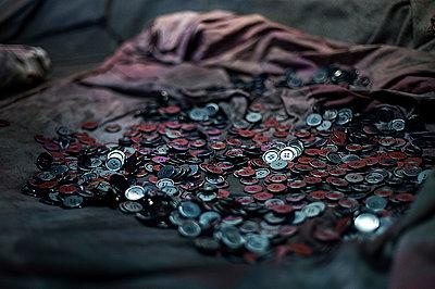 Buttons - p1007m886882 by Tilby Vattard