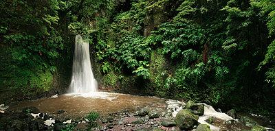 Wasserfall - p1370m1445195 von Uwe Reicherter
