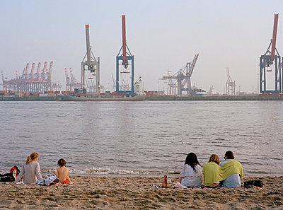 Sommer in Hamburg - p1064m814683 von Esmeralda