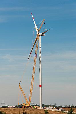 Aufbau einer Windkraftanlage - p1079m1042130 von Ulrich Mertens