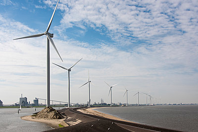 Wind farm on the waterfront - p1079m1137130 by Ulrich Mertens