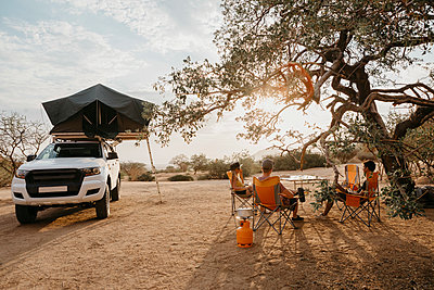 Namibia, friends camping near Spitzkoppe - p300m2081053 by letizia haessig photography