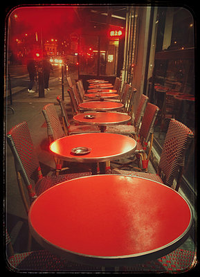 Bistro in Paris - p567m2086967 by Readymade-Images