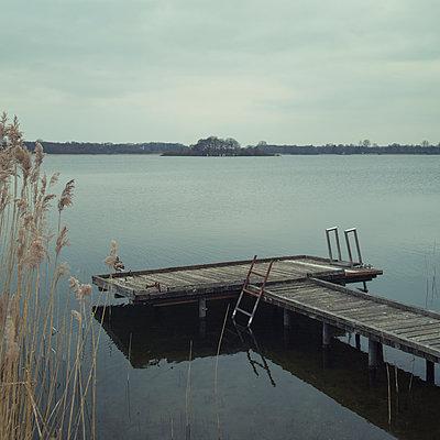 Einsamer See - p992m1017328 von Carmen Spitznagel